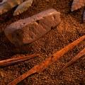 Blocs d'ocre de Blombos (-75-80 000 ans)