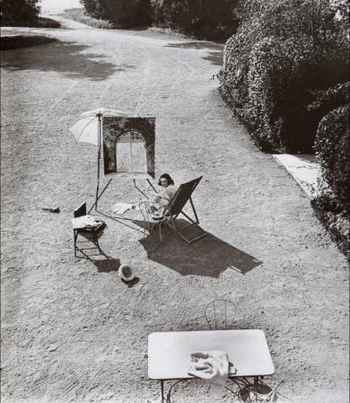 Jacques Henri Lartigue. Bibi, jardin du château de Rouzat (1921)