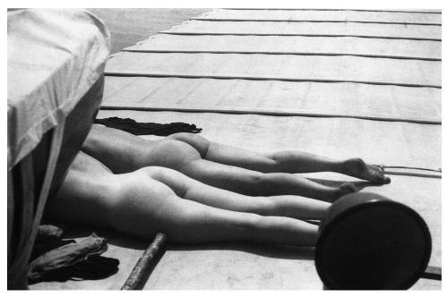 Jacques Henri Lartigue. Denise Grey et Bibi à bord du Dahu II, au large de Royan (juillet 1926)
