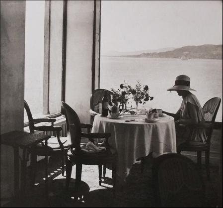 Jacques Henri Lartigue. Bibi, hôtel Eden-Roc, Cap d'Antibes (1925)