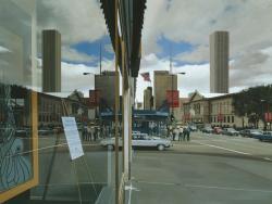 Richard Estes. Michigan Avenue with View of the Art Institute (1984)