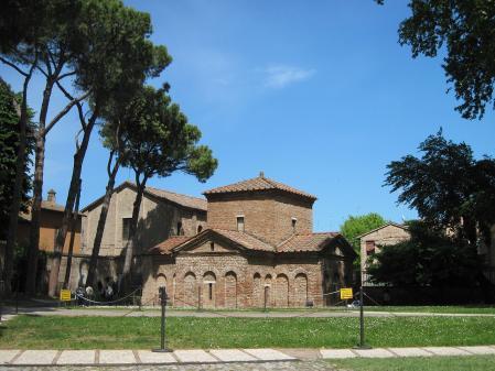 Mausolée de Galla Placidia, extérieur (425-450), Ravenne