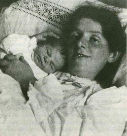 Paula Modersohn-Becker avec sa fille Mathilde (novembre 1907)